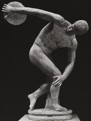 Statue of a discobolus throwing the discus